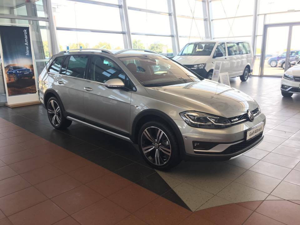 Golf alltrack.jpg