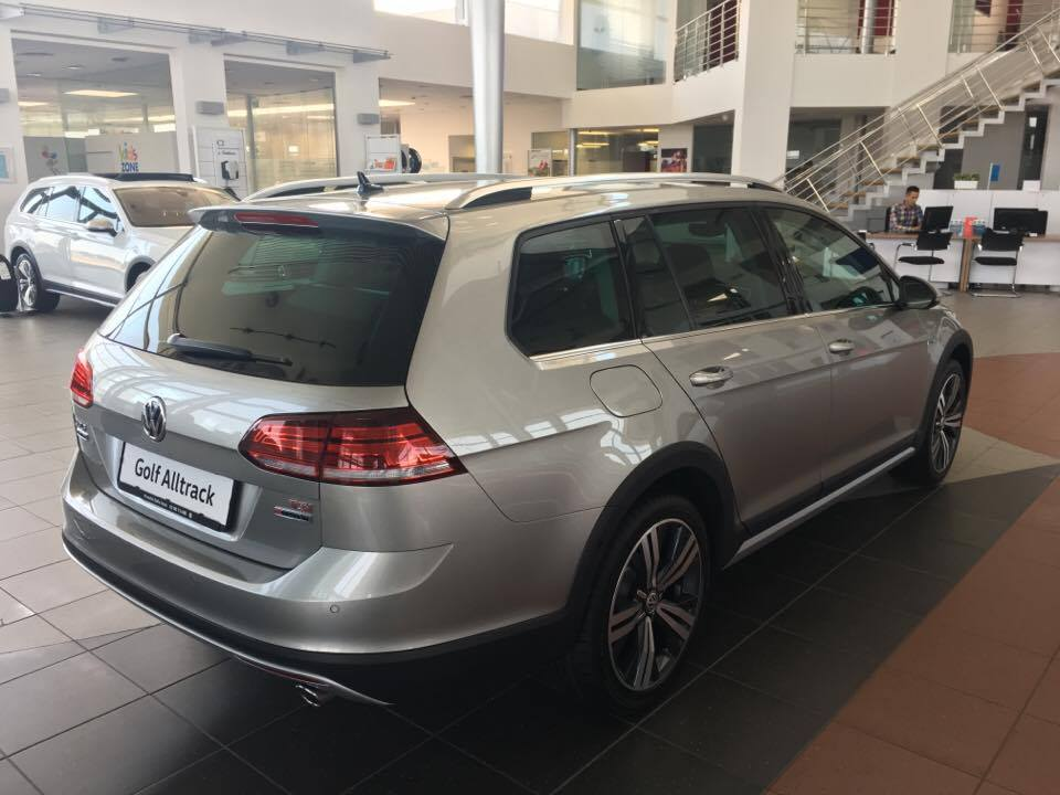 Golf alltrack1.jpg