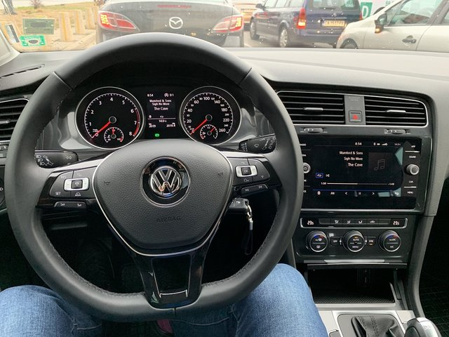 vw_golf_int1.jpg